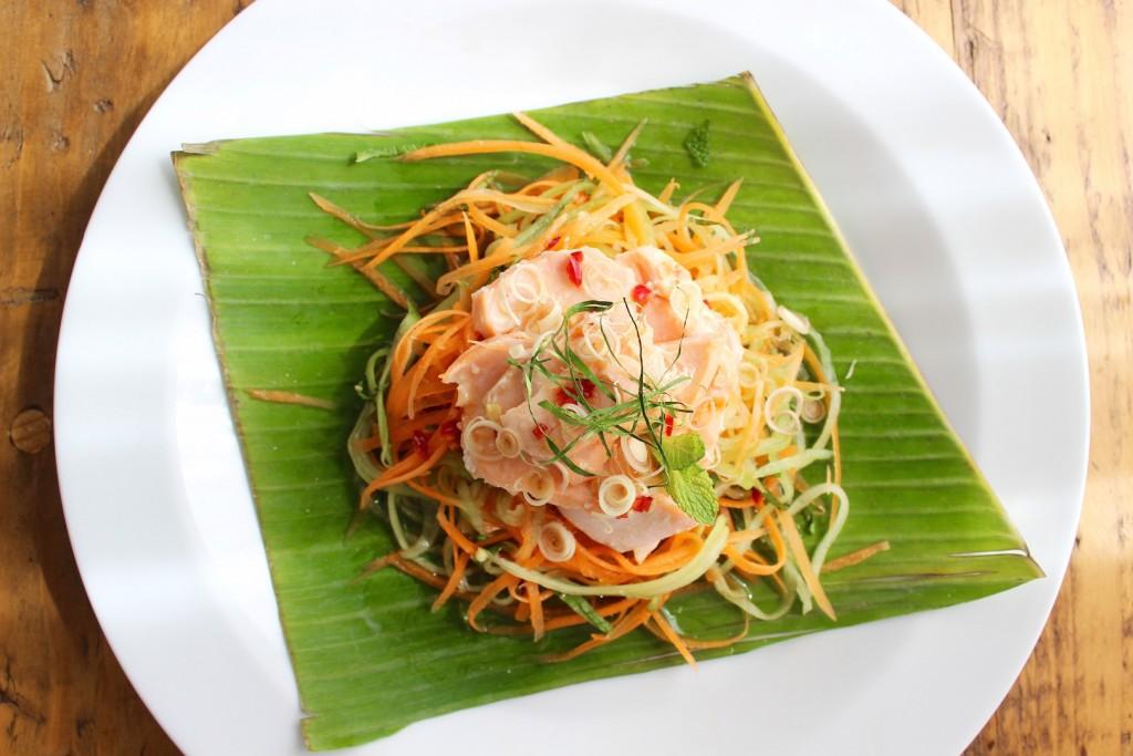 Wietnamska sałatka z łososiem 2
