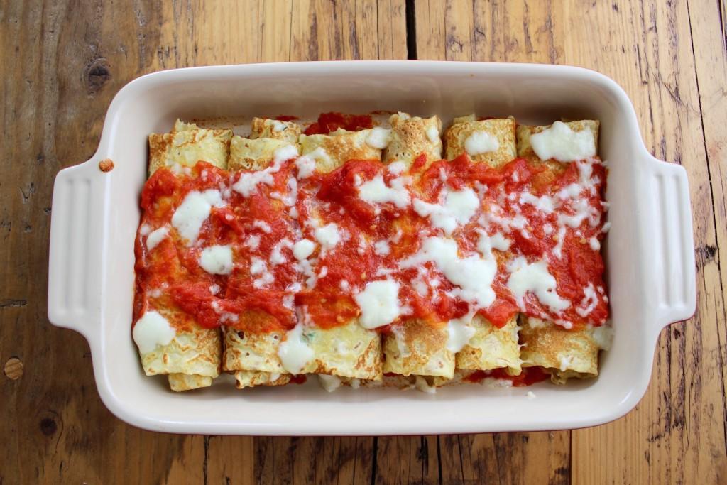 Naleśniki ze szpinakiem i ricottą w sosie pomidorowym 1
