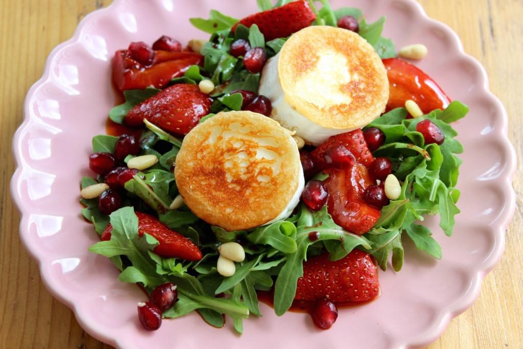 Sałatka z serem kozim i pieczonymi truskawkami 2