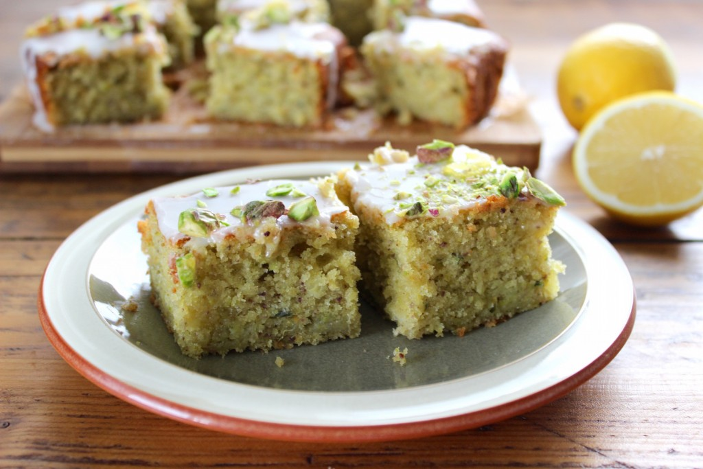 Ciasto pistacjowo-cytrynowe z cukinią 1