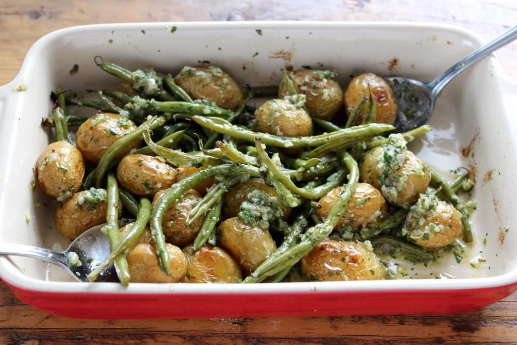 Młode ziemniak pieczone z fasolką szparagową 2