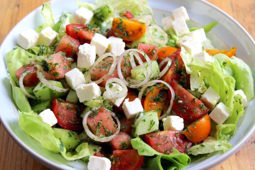 Sałata z arbuza, pomidorów i fety 2