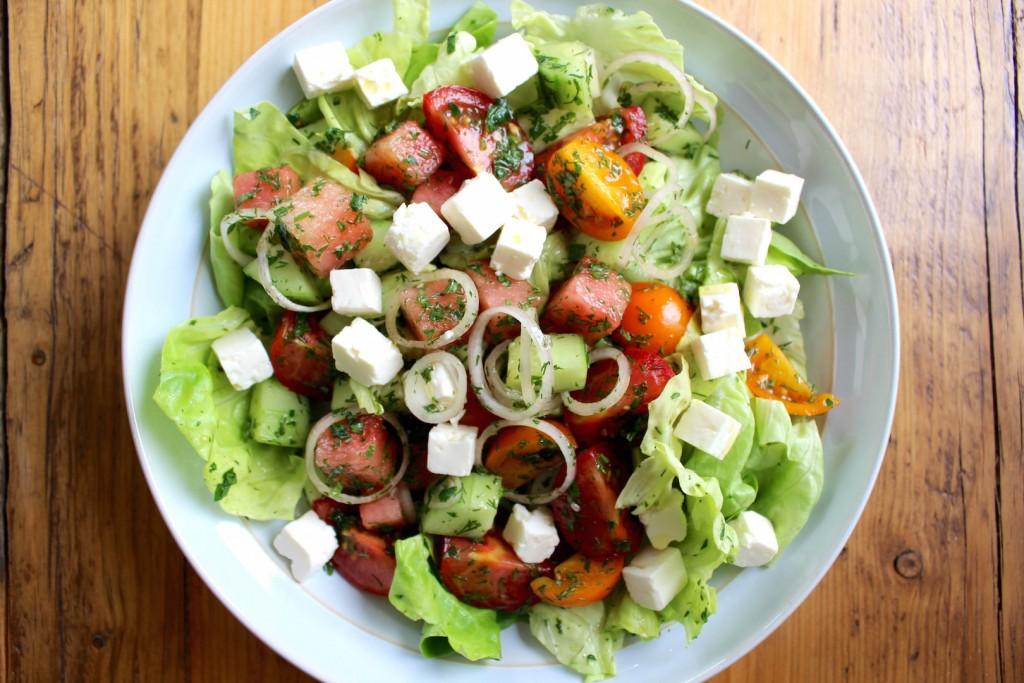 Sałata z arbuza, pomidorów i fety 3