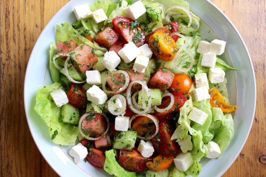 Sałata z arbuza, pomidorów i fety 4